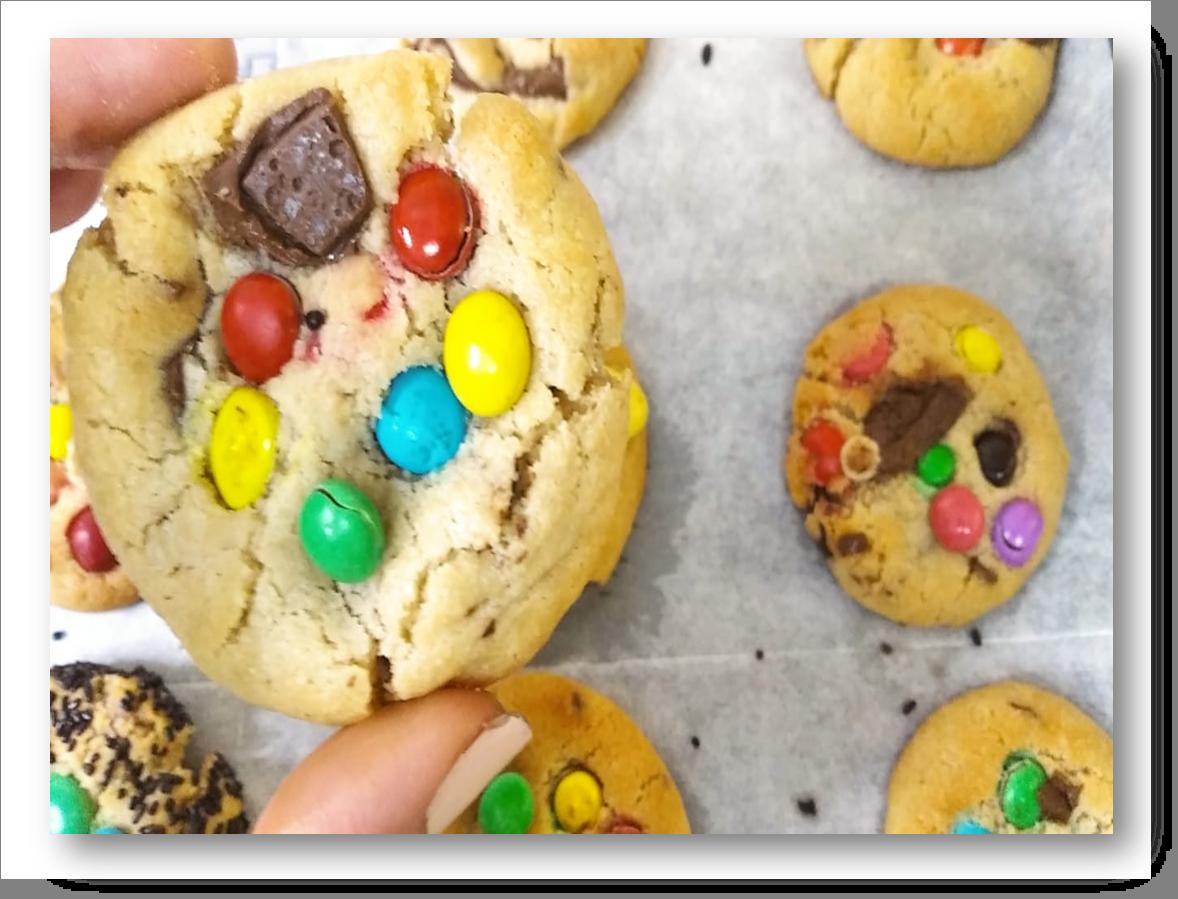 עוגיות שוקולד ציפס צבעוניות עם עדשים