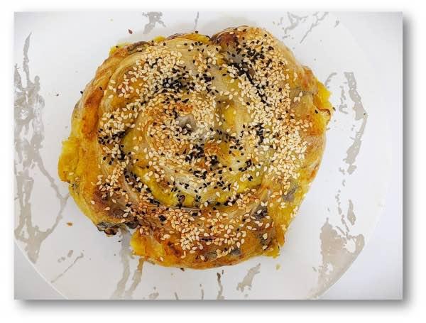 בורקס מדפי אורז עם תפוחי אדמה ופטריות